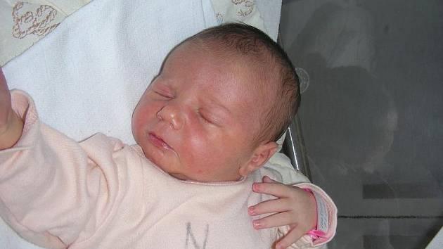 Princezna Julie Okáčová si vybrala pro svůj příchod na svět pátek 9. července, vážila 3,56 kg, měřila 51 cm a narodila se manželům Renatě a Michalovi ze Bzové. Vyrůstat a hrát si bude Julinka se svým o 20 měsíců starším bratříčkem Jáchymkem.