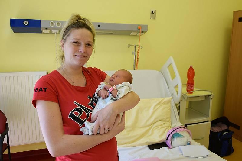 Ema Březinová se Marii Ilašové a Janu Březinovi narodila v benešovské nemocnici 4. června 2021  ve 2.16 hodin, vážila 3120 gramů. Doma v Benešově na ni čekala sestřička Maruška (2).