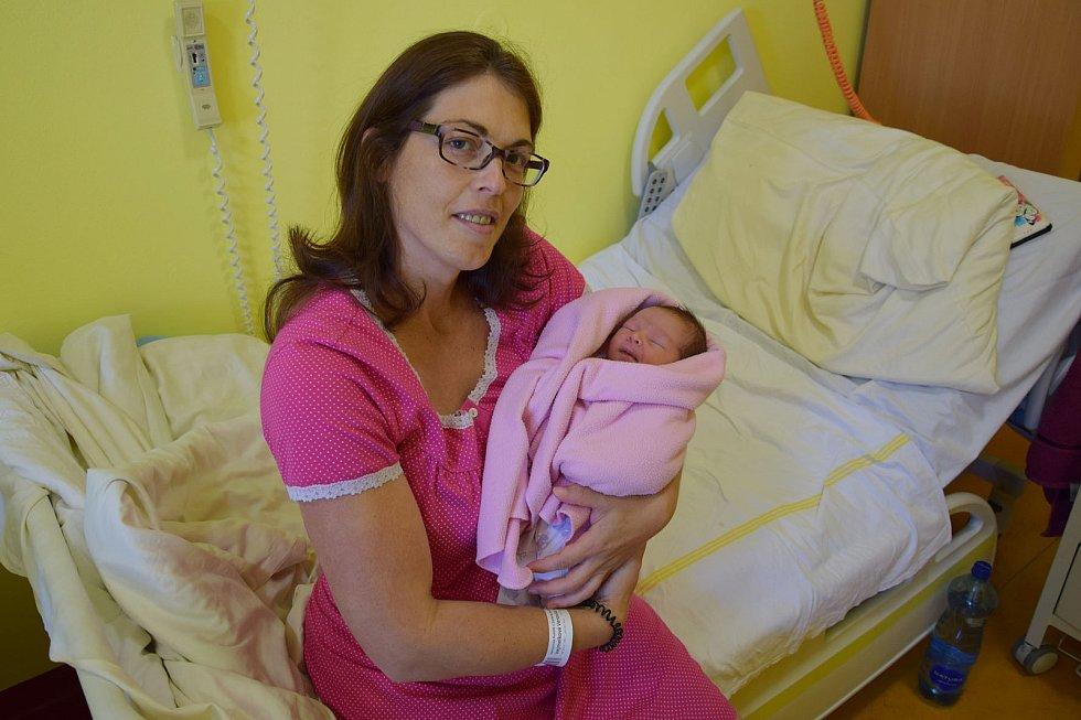 Aneta Benešová se Veronice Vejmelkové a Ondřeji Benešovi narodila v benešovské nemocnici 26. července 2021 ve 12.30 hodin, vážila 2830 gramů. Doma v Benešově na ni čekali sourozenci Vítek (5) a Stella (3).