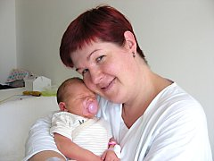 K synkovi Jarouškovi (2 r. 4 m.) si manželé Kateřina a Jaroslav Vopičkovi pořídili 4. července 2014 dcerku Emu. Emě sestřičky v porodnici navážily 3,83 kg a naměřily rovných 50 cm. Rodinka má domov v Obořišti.