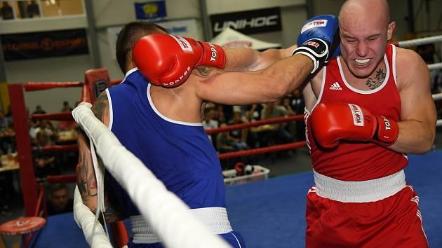 Z desátého ročníku Galavečeru boxu ve sportovní hale v Králově Dvoře.