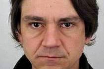 Policie pátrá po tomto pohřešovaném muži.