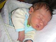 TŘETÍ SYN se narodil 4. května 2017 Jiřině Pačesové a Gustavovi Tomkovi z Berouna. Chlapeček dostal jméno Tomáš Tomek, vážil pěkných 3,78 kg a měřil 49 cm. Tomáška budou dětským světem provázet bráškové Tadeášek (3 roky) a Lukášek (2 roky).
