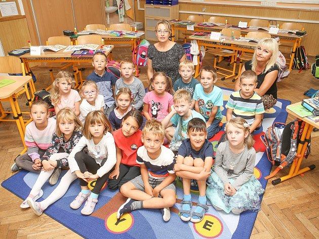 Prvňáčci ze Základní školy vLoděnici.