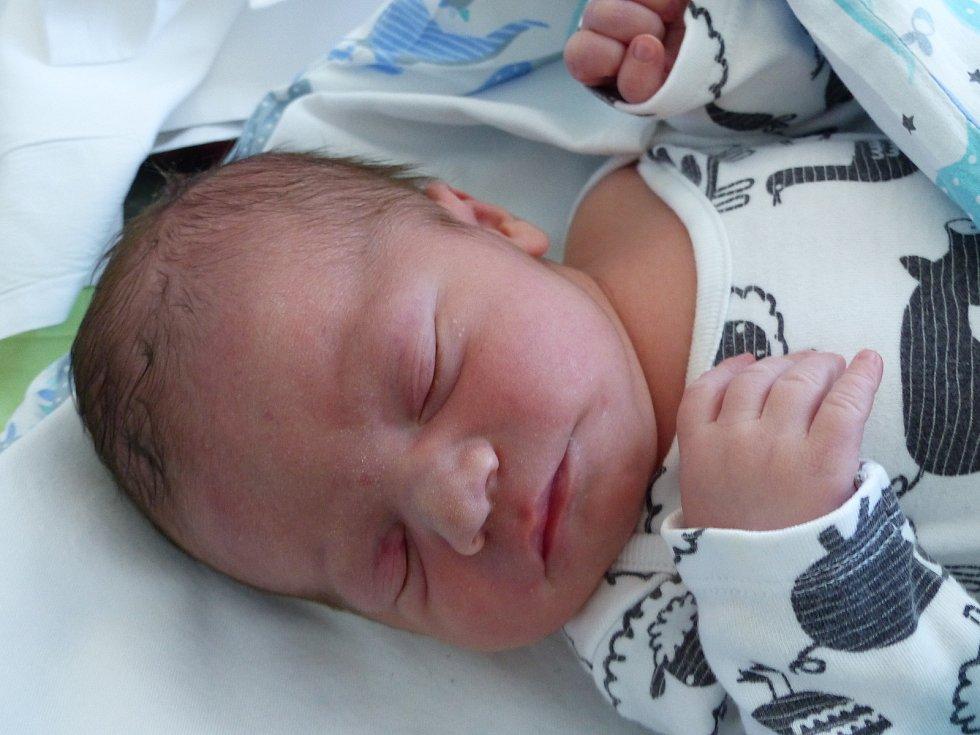 Tomáš Žatečka se narodil 17. června 2021 v kolínské porodnici, vážil 3190 g a měřil 47 cm. Do Kounic odjel s maminkou Petrou a tatínkem Petrem.