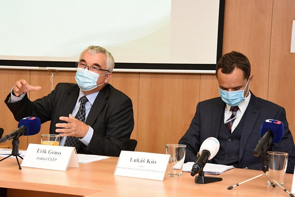 Na snímku zleva: ředitel Erik Geuss a ředitel odboru tech, ochrany životního prostředí Lukáš Kůs