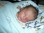 DO KRÁLOVA Dvora přibyl 18. března 2017 nový občánek. Jmenuje se Richard Obr a je prvním dítkem manželů Barbory a Adama. Ríšovi sestřičky na porodním sále navážily 3,15 kg a naměřily 49 cm.