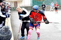 Nižborská hokejbalová liga má za sebou první letošní kolo.