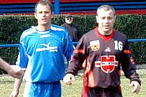 Petr Větrovský (vlevo) dal osm gólů v jednom utkání.