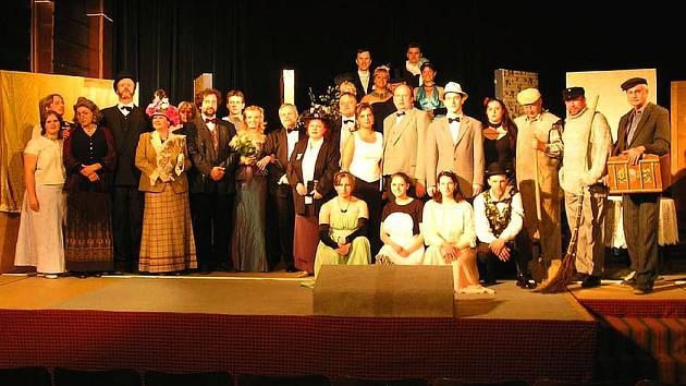 Nadšené výkony řevnických ochotníků ocenili diváci velkým aplausem. Diváky pobaví svým výkonem i ve Svinařích.