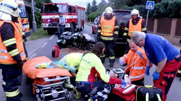 V Dobřichovicích k dopravní nehodě terénního vozu a motocyklu