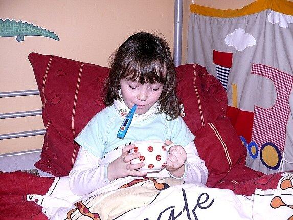 Dospělé i děti trápí virózy. Nejlepší je odpočinek a teplý čaj, radí lékaři