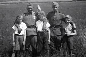 Vzpomínková fotografie ke květnovým událostem roku 1945 v Berouně.