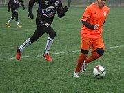Fotbalisté Hořovicka (v oranžovém) přestříleli Kladno 4:3.