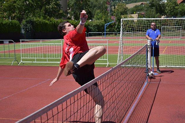 11. kolo okresního přeboru v nohejbalu nabídlo souboj dvou nejlepších celků soutěže, ve kterém Alpi home Beroun porazil Hořovice 8:2.