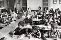 Výuka v roce 1973. Tehdy škola v Králově Dvoře slavila 20. výročí otevření.