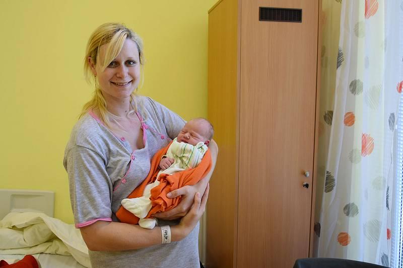 Lenka Hons se manželům Blance a Jiřímu narodila v benešovské nemocnici 9. června 2021 ve 22.15 hodin, vážila 3640 gramů. Doma v Benešově na ni čeká sestřička Sabina (2,5).