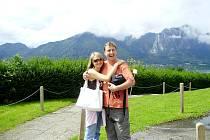 Petr Škoda z Hořovic podstoupil transplantaci kostní dřeně před osmnácti lety. Že je vážně nemocný, zjistil ve dvaadvaceti letech.  Fotografie, na  které je společně s manželkou Janou, byla pořízena před několika lety.