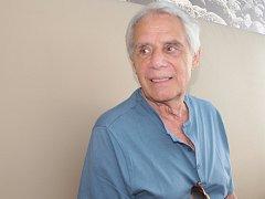 Josef Laufer jezdí do berounské nemocnice rehabilitovat po operaci endoprotézy pravého kolene.