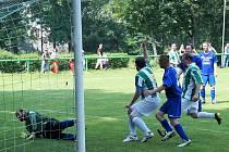 David Hampl z Cembritu střílí gól.