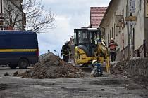 Evakuaci 21 lidí si ve čtvrtek odpoledne vynutil únik zemního plynu v centru obce Ořech na Praze-západ.