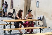 Na nádvoří zámku v Nižboru se konal třetí ročník šermířského setkání. Dobrou zábavu nezkazilo ani velké horko.
