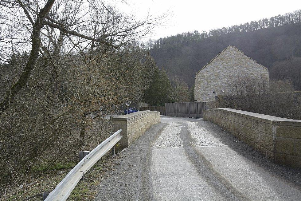 Sídlo zesnulého Petra Kellnera v Podkozí.
