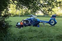 Po nehodě u Karlštejna vrtulník přepravil zraněného řidiče do nemocnice