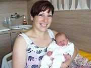 PRVNÍ dítko se narodilo 14. června 2017 Evě Szöcsové a Radkovi Marcinovi z Újezdu u Cerhovic. Je to holčička, jmenuje se Ester Evelina a na svět přišla s váhou 2,68 kg. Babička Eva slavila 14. června narozeniny a vnučka je pro ni nejkrásnějším dárkem.