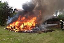 Požár obytného vozu.