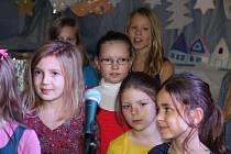 Dětský pěvecký soubor Lentilky pod vedením Taťany Bočkové představil v muzeu Českého krasu nový program