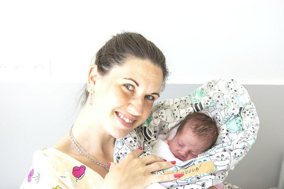 Šarlota Hovorková se narodila v nymburské porodnici 2. června 2021 ve 14.15 hodin s váhou 2530 g a mírou 44 cm. Z prvorozené holčičky se v Nymburce radují maminka Barbora a tatínek Miloš.