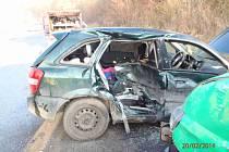 Z auta zůstal po nehodě vrak
