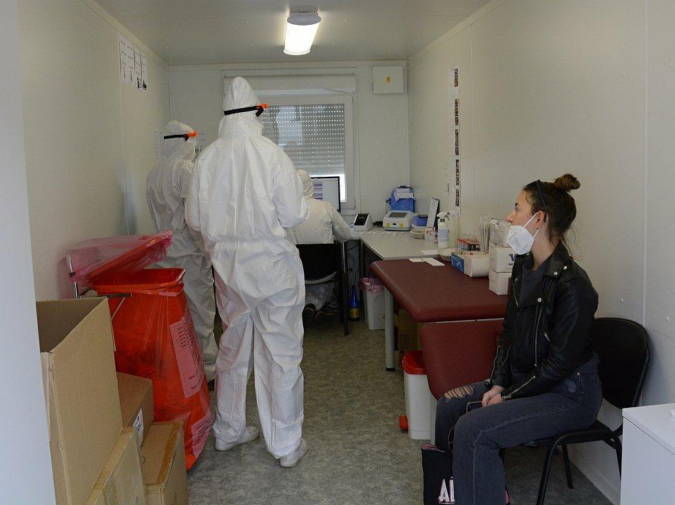 PCR a Antigenní testování v berounské nemocnici.