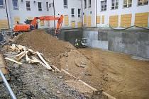 Pokračující práce na Základní škole Závodí v Berouně.