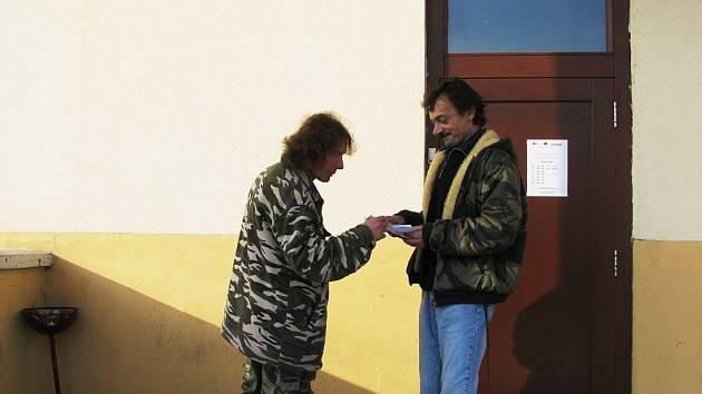 Lidem bez přístřeší pomáhá Farní Charita Beroun