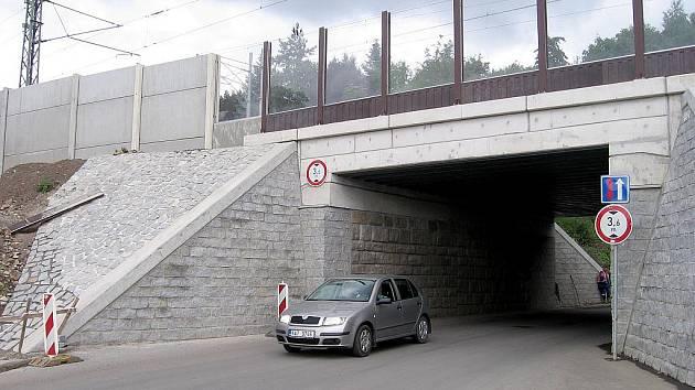 Hořovický viadukt ve směru na Sklenářku kritizují chodci i město