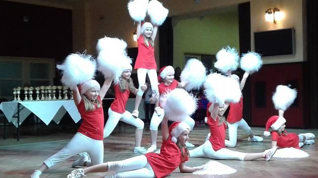 V tanečním souboji se utkaly kolektivy z celého Berounska