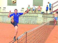 Na fotografii z utkání Squadra - Hořovice je na útoku hostující univerzál Martin Šebek.