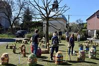 Také o Velikonocích je možné si v Čenkově u kapličky prohlédnout netradiční výzdobu ze sena.