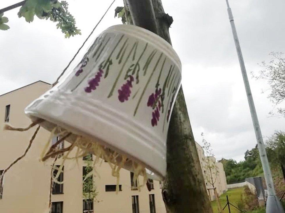 Hmyzí predátoři mají pomoct vyřešit problém se mšicemi.