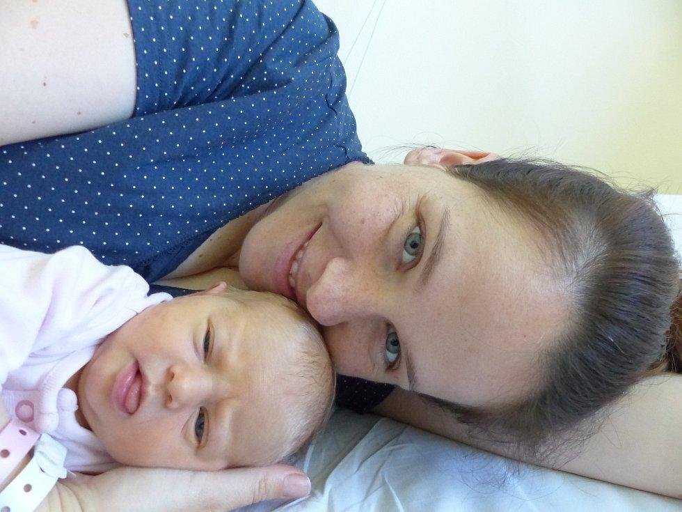 Amálie Stárková se narodila 7. června 2021 v kolínské porodnici, vážila 3185 g a měřila 51 cm. Do Bulánky odjela s bráškou Toníkem (3) a rodiči Terezou a Antonínem.