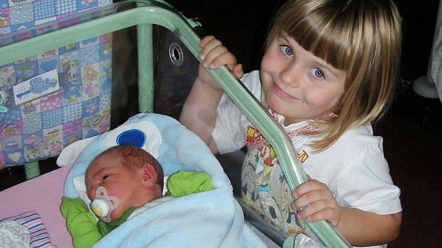 Velkou radost má čtyřletá Karolína, které rodiče pořídili brášku Samuela. Chlapeček se prvně rozkřičel do světa 20. října 2019, vážil 3,21 kg a měřil 49 cm.