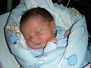 K DCERCE Larisce (1,5) si manželé Petra a Michal Jurišovi ze Srbska pořídili druhé dítko, syna Denise. Denis prvně pohlédl na svět 31. března 2018.