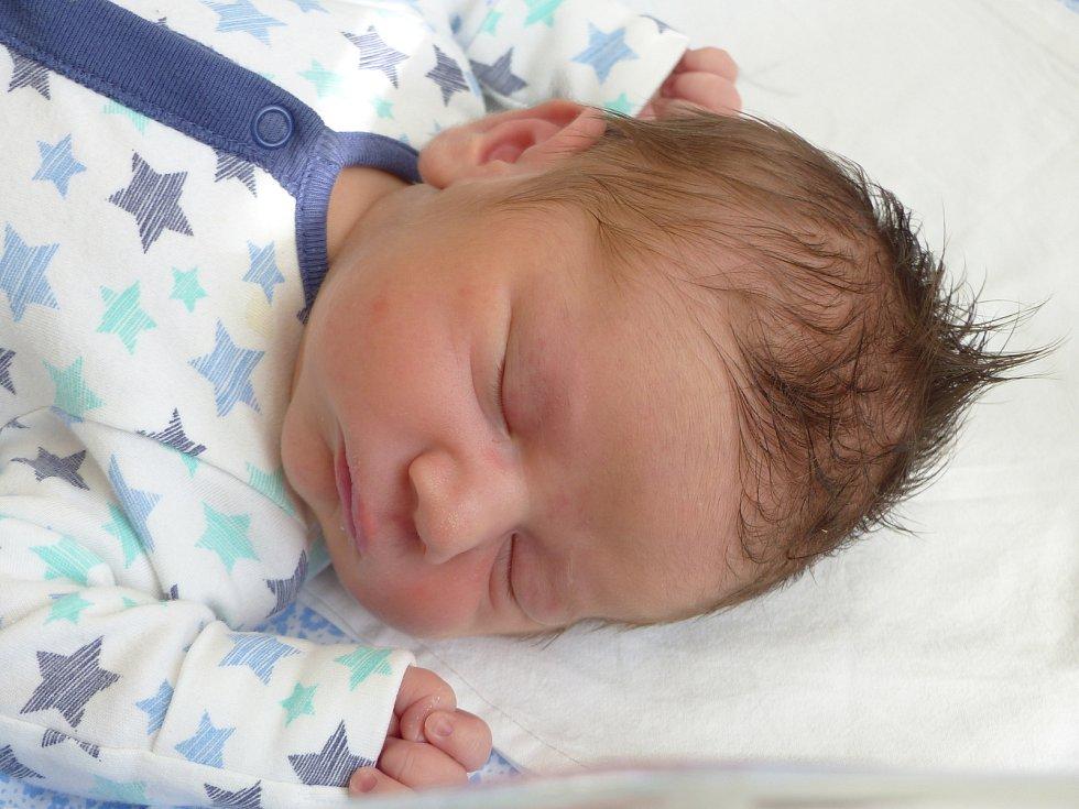 Patrik Semerád se narodil 15. června 2021 v kolínské porodnici, vážil 3910 g a měřil 50 cm. Do Peček odjel s maminkou Vendulou a tatínkem Lukášem.