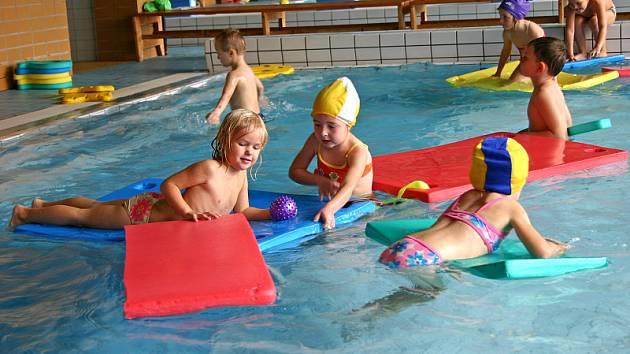 Dokončí žáci základních škol plavecký výcvik před rekonstrukcí bazénu v Hořovicích?
