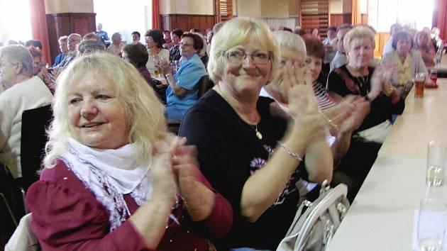 Králodvorské čaje přilákaly stovky seniorů