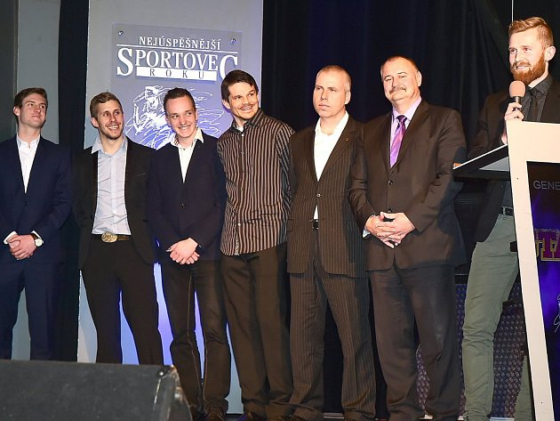 Titul v kategorii týmů dospělých obhajují fotbalisté Králova Dvora.