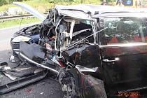 Na D5 se srazilo pět osobních aut s nákladním
