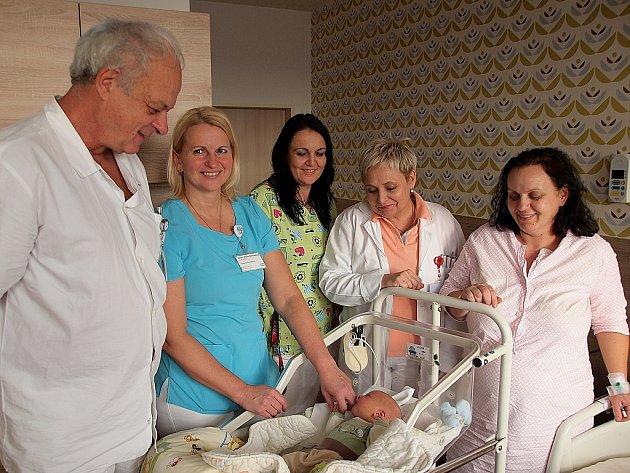 Prvním miminkem narozeným v Nemocnici Hořovice v roce 2016 je Honzík Zika. Narodil se v19.23 hodin, tedy necelých dvacet hodin po silvestrovské půlnoci